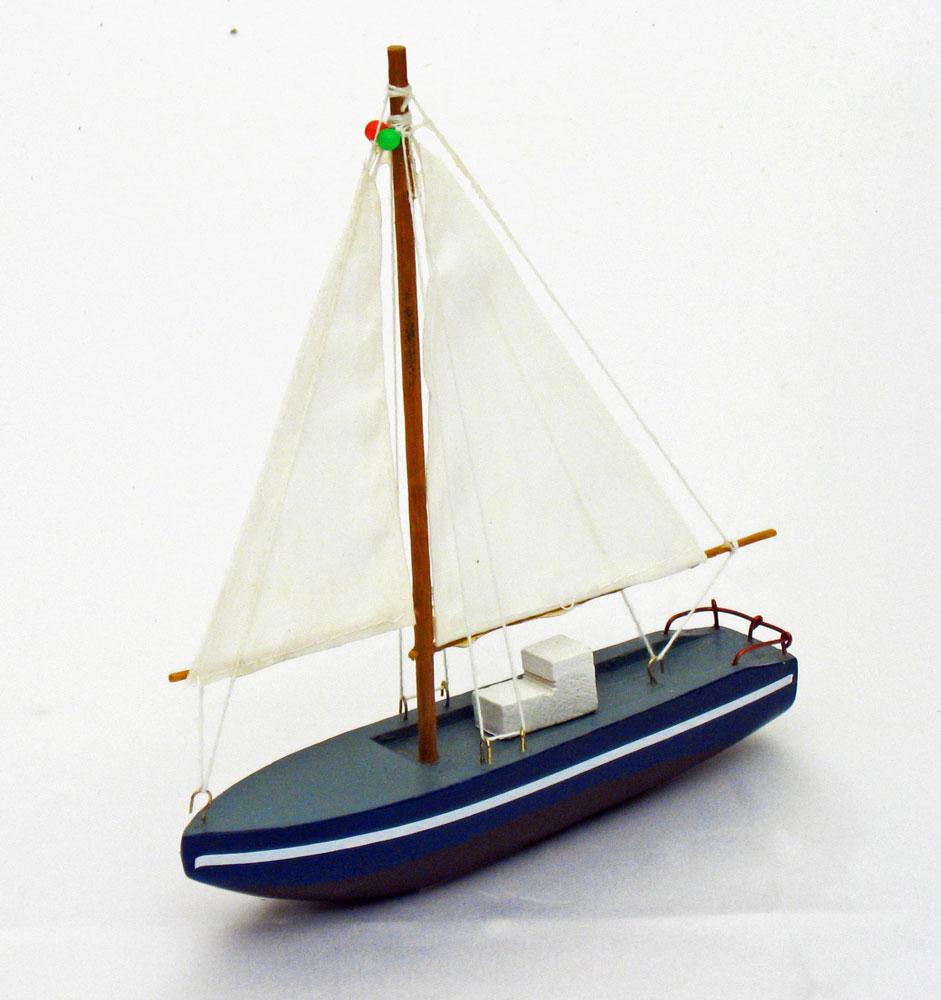 Wooden Sailboat (6 colors)